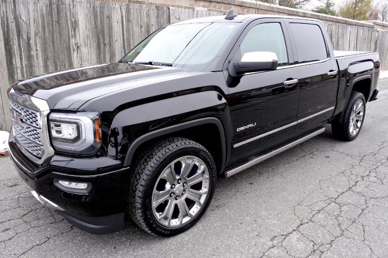Used Used 2018 GMC Sierra 1500 4WD Crew Cab 143.5' Denali for sale $39,800 at Metro West Motorcars LLC in Shrewsbury MA