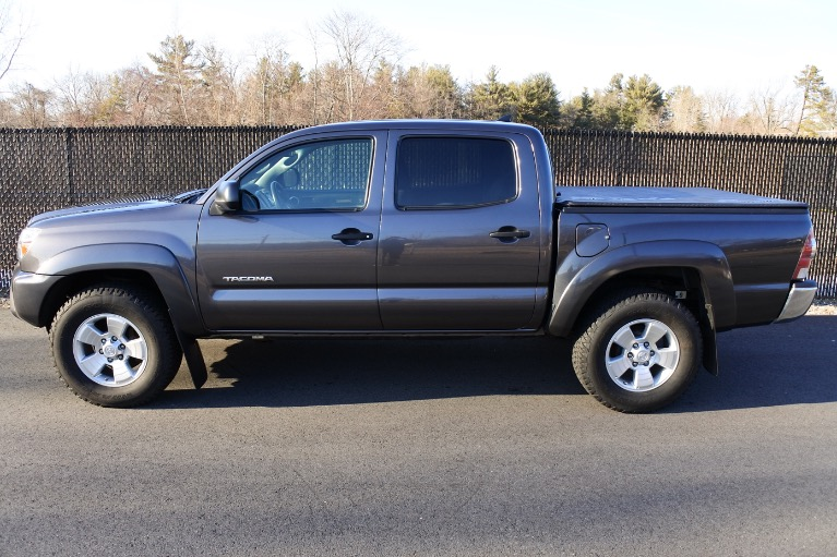 Used 2015 Toyota Tacoma 4WD Double Cab V6 AT (Natl) Used 2015 Toyota Tacoma 4WD Double Cab V6 AT (Natl) for sale  at Metro West Motorcars LLC in Shrewsbury MA 3