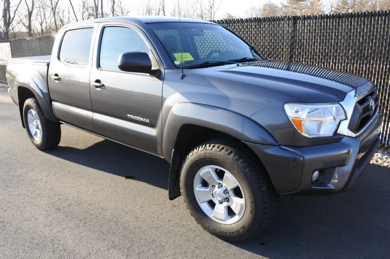 Used 2015 Toyota Tacoma 4WD Double Cab V6 AT (Natl) Used 2015 Toyota Tacoma 4WD Double Cab V6 AT (Natl) for sale  at Metro West Motorcars LLC in Shrewsbury MA 8