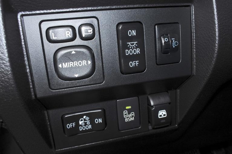 Used 2015 Toyota Tundra 4wd CrewMax 5.7L V8 Platinum Used 2015 Toyota Tundra 4wd CrewMax 5.7L V8 Platinum for sale  at Metro West Motorcars LLC in Shrewsbury MA 21