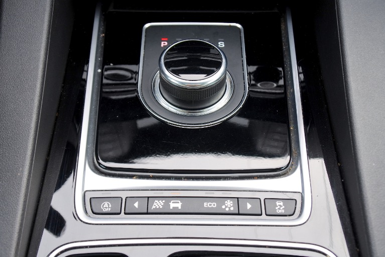 Used 2018 Jaguar F-pace 20d Premium AWD Used 2018 Jaguar F-pace 20d Premium AWD for sale  at Metro West Motorcars LLC in Shrewsbury MA 12
