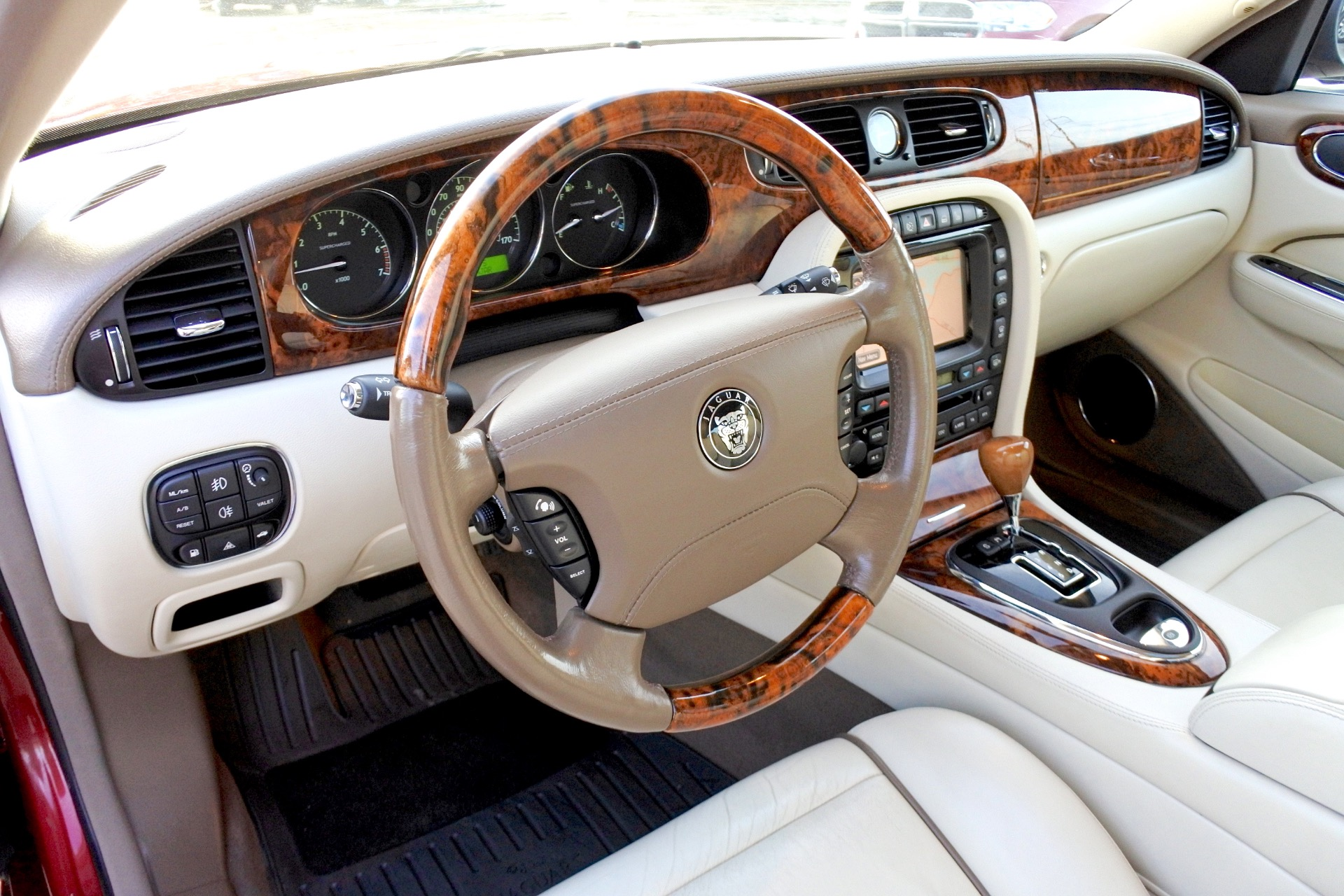 Used 2007 Jaguar Xj l Super V8 Used 2007 Jaguar Xj l Super V8 for sale  at Metro West Motorcars LLC in Shrewsbury MA 13
