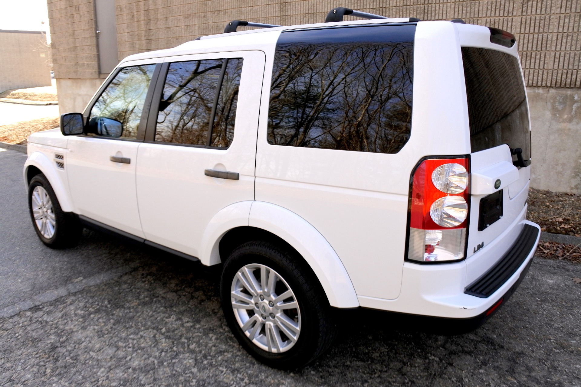Used 2011 Land Rover Lr4 4WD 4dr V8 HSE Used 2011 Land Rover Lr4 4WD 4dr V8 HSE for sale  at Metro West Motorcars LLC in Shrewsbury MA 3