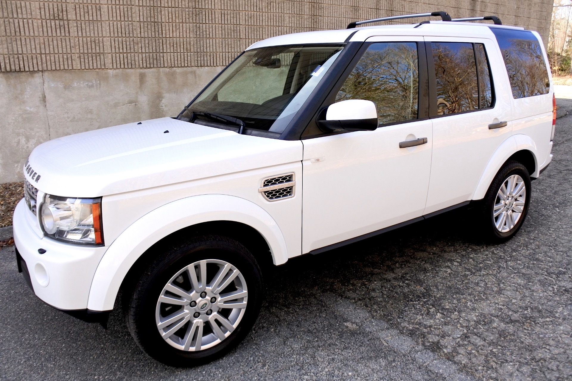 Used 2011 Land Rover Lr4 4WD 4dr V8 HSE Used 2011 Land Rover Lr4 4WD 4dr V8 HSE for sale  at Metro West Motorcars LLC in Shrewsbury MA 1