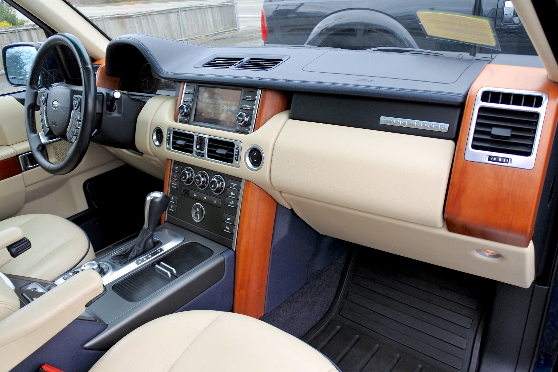 Used 2011 Land Rover Range Rover HSE Used 2011 Land Rover Range Rover HSE for sale  at Metro West Motorcars LLC in Shrewsbury MA 21