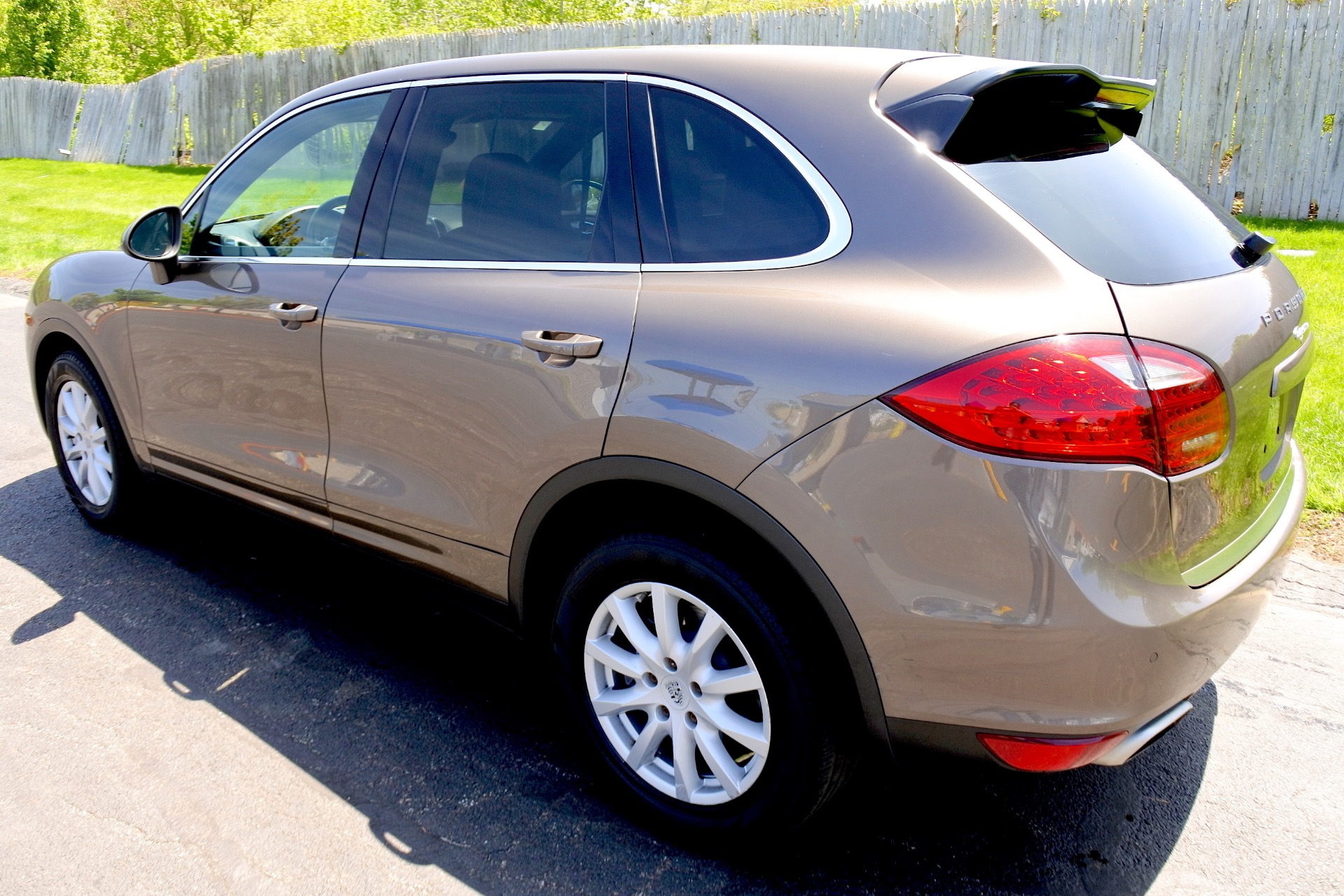 Used 2011 Porsche Cayenne AWD Used 2011 Porsche Cayenne AWD for sale  at Metro West Motorcars LLC in Shrewsbury MA 3