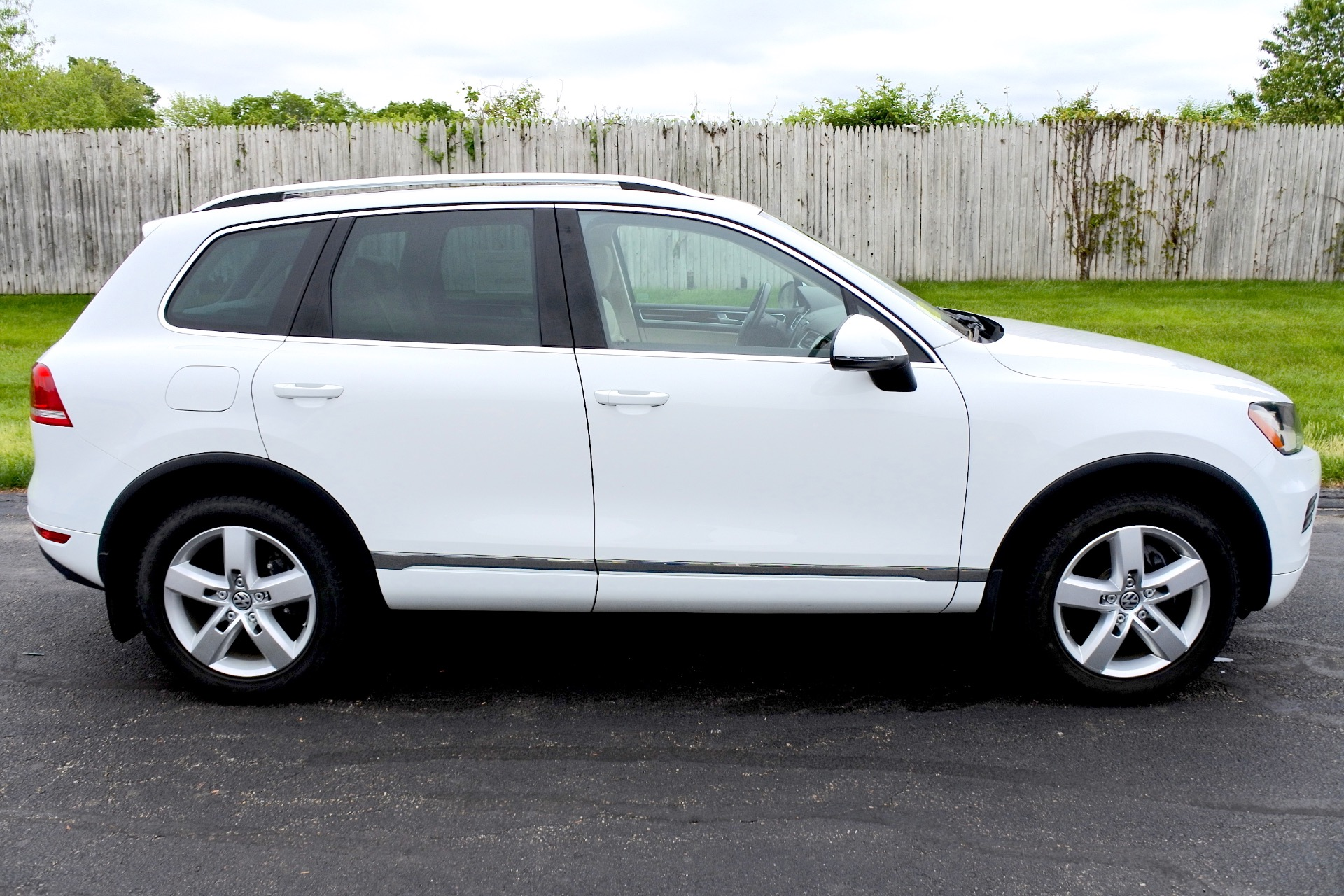 Used 2012 Volkswagen Touareg TDI Lux Used 2012 Volkswagen Touareg TDI Lux for sale  at Metro West Motorcars LLC in Shrewsbury MA 6