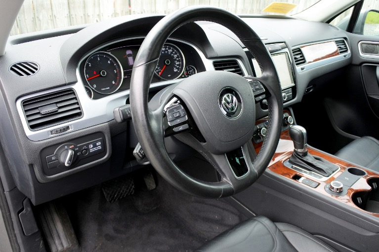 Used 2011 Volkswagen Touareg TDI Lux Used 2011 Volkswagen Touareg TDI Lux for sale  at Metro West Motorcars LLC in Shrewsbury MA 13