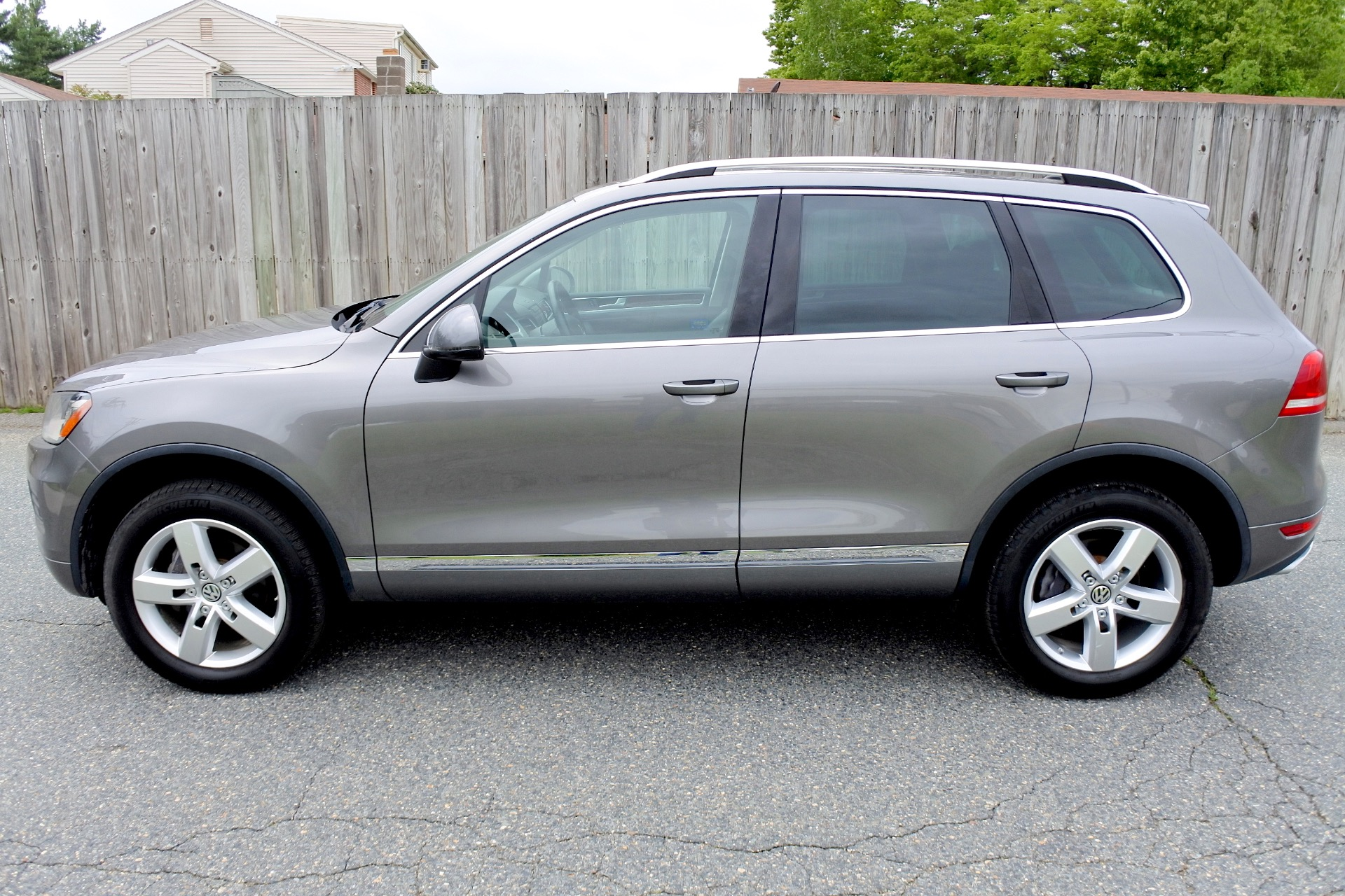 Used 2011 Volkswagen Touareg TDI Lux Used 2011 Volkswagen Touareg TDI Lux for sale  at Metro West Motorcars LLC in Shrewsbury MA 2