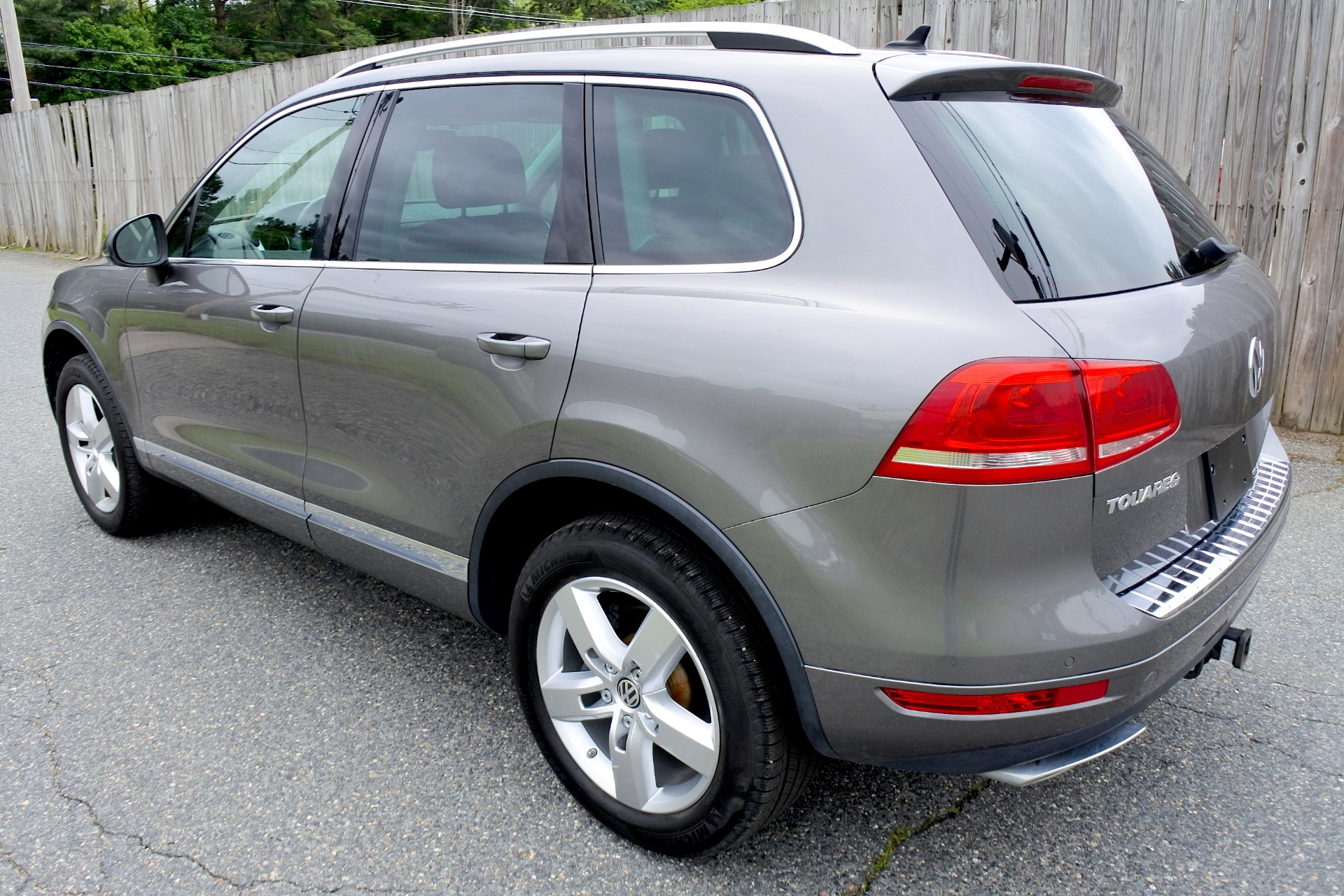 Used 2011 Volkswagen Touareg TDI Lux Used 2011 Volkswagen Touareg TDI Lux for sale  at Metro West Motorcars LLC in Shrewsbury MA 3