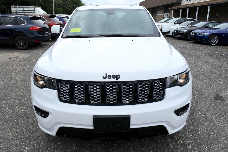 Used 2017 Jeep Grand Cherokee Altitude 4x4 Used 2017 Jeep Grand Cherokee Altitude 4x4 for sale  at Metro West Motorcars LLC in Shrewsbury MA 8