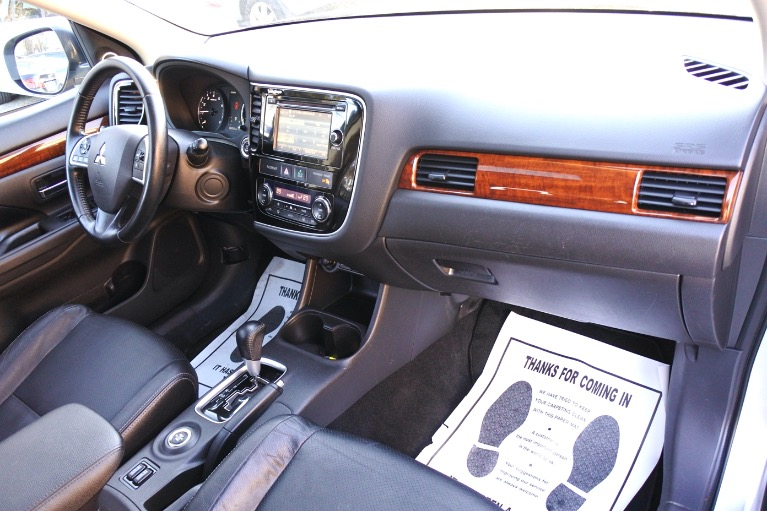 Used 2014 Mitsubishi Outlander 4WD 4dr SE Used 2014 Mitsubishi Outlander 4WD 4dr SE for sale  at Metro West Motorcars LLC in Shrewsbury MA 17