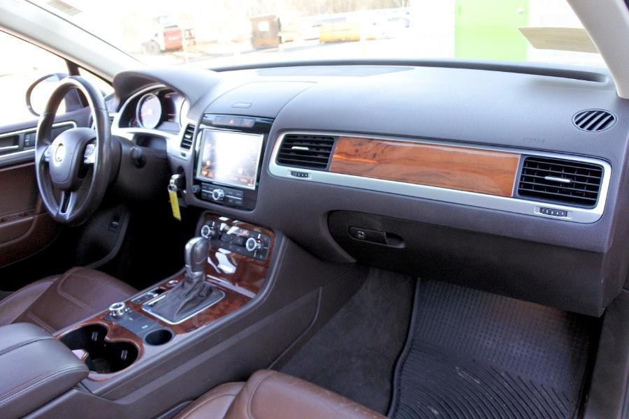 Used 2011 Volkswagen Touareg Hybrid 4MOTION Used 2011 Volkswagen Touareg Hybrid 4MOTION for sale  at Metro West Motorcars LLC in Shrewsbury MA 22